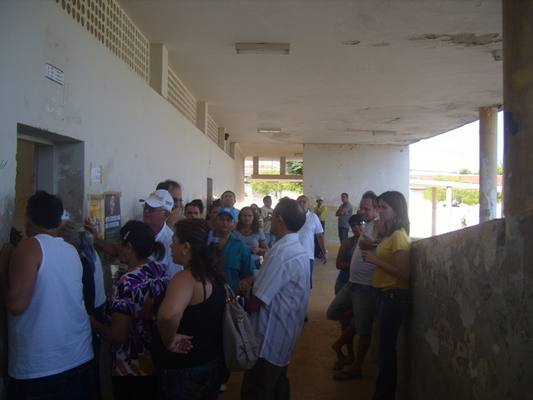 Eleitores em Caicó aguardam nas filas do CEJA