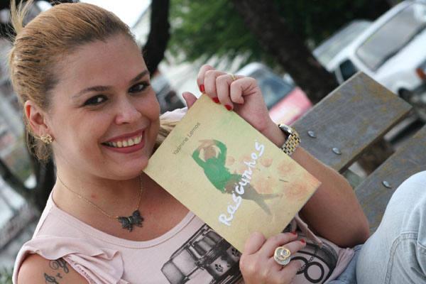 A poeta e jornalista Yasmine Lemos declara seus sentimentos de mundo em novo livro Rascunhos, cujo lançamento é hoje, no Espaço Cultural Buraco da Catita