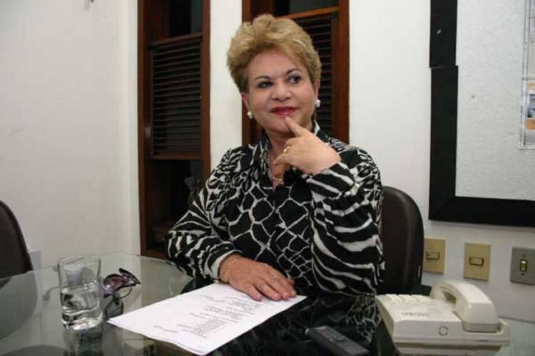 """* Wilma de Faria usa twitter para comentar """"reclamações sobre caos em Natal""""."""