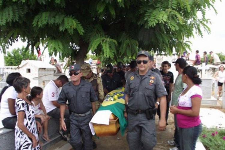 Cabo PM Afrânio Lima de Souza, que tinha 42 anos, foi pego de surpresa com um tiro de escopeta na cabeça e morreu
