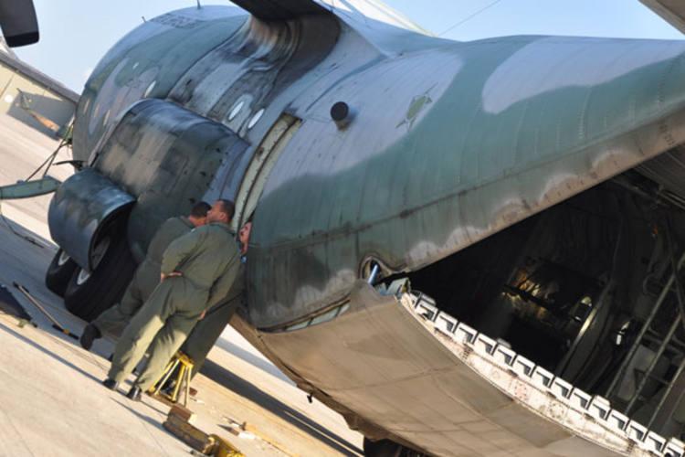 Avião Hércules chegou ontem à Base Aérea de Natal trazendo os mantimentos para a operação