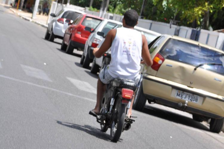 A Polícia Rodoviária fará trabalho de conscientização sobre as exigências para usar um ciclomotor