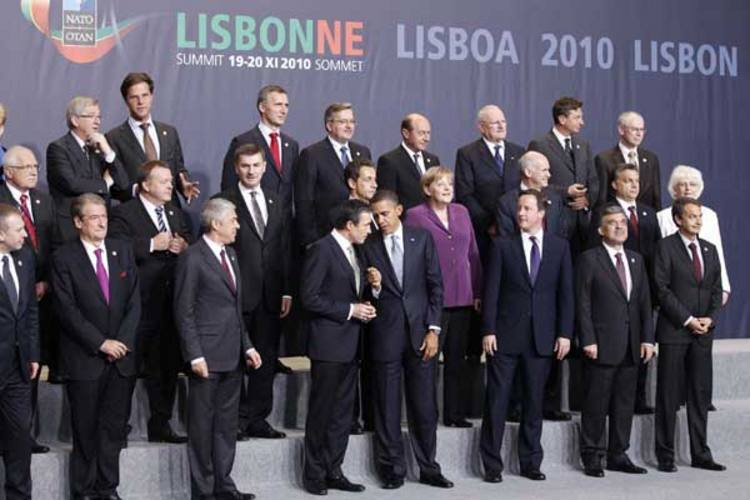 Representantes dos países membros da OTAN se reuniram e aprovaram o plano de retirada das tropas que começará em julho de 2011