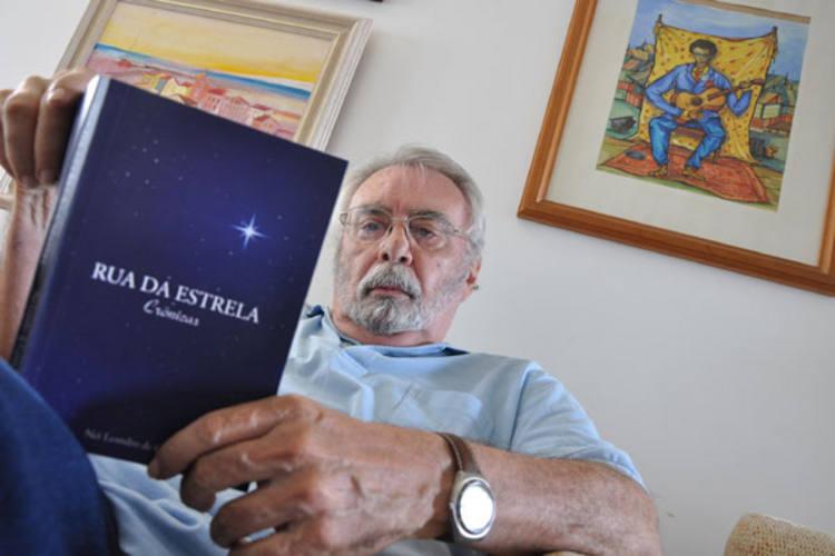 """Nei Leandro de Castro reúne em """"A Rua da Estrela"""" 70 crônicas das mais de 300 que publicou nesta TN,  e diz que falta inspiração para fazer o que mais gosta: escrever romances"""