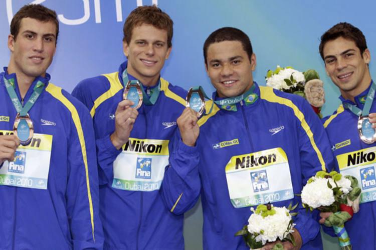 O Brasil competiu com atletas que tinham acabado de nadar em outras provas e ainda assim foi bronze