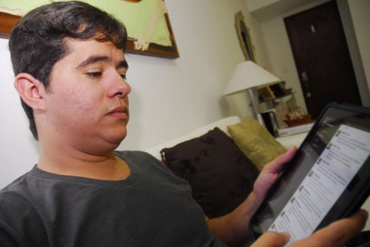Allan Filgueira: conselhos e indignação durante o plantão na madrugada de ontem no HWG