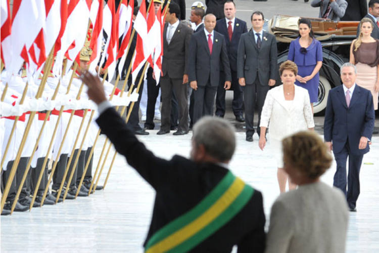 A presidenta Dilma Rousseff e o vice Michel Temer sobem a rampa do Palácio do Planalto para a solenidade de transmissão do cargo
