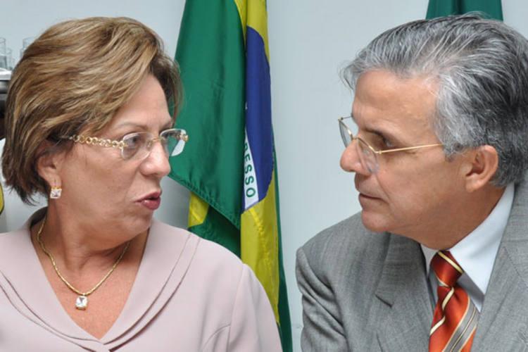 Rosalba Ciarlini e Domício Arruda durante posse do secretário
