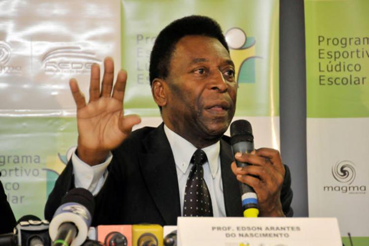Pelé revelou que atuou muitas vezes pelo Santos sem receber remuneração e criticou Ronaldinho