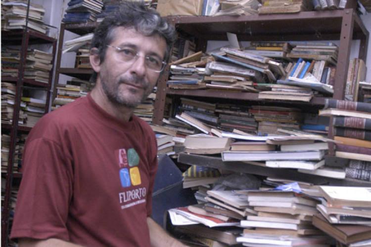 """Abimael Silva, editor e sebista: """"Espaço cultural não se impõe, ele acontece naturalmente. Ali tem apenas um bom boteco, somente"""""""