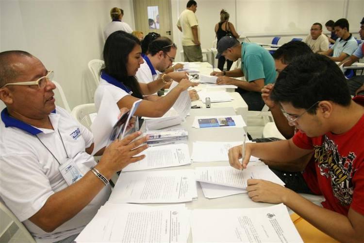 Cadastramento dos Aprovados do Vestibular 2011 para a Universidade Federal do Rio Grande do Norte,que está sendo feita no Predio de Ciência e tecnologia.