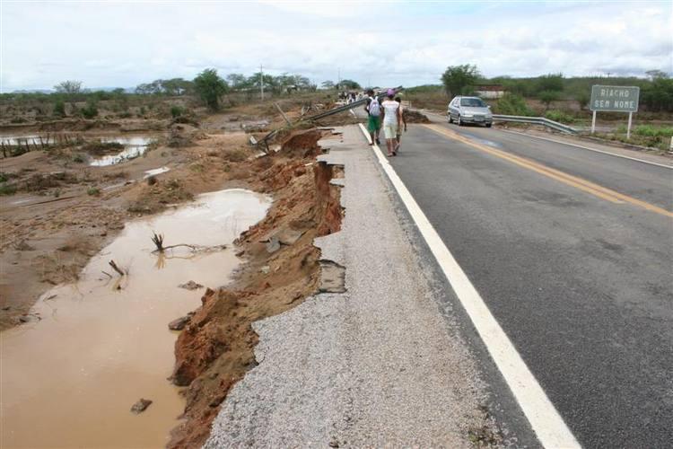 Água provocou estragos na BR-226, entre Tangará e Santa Cruz