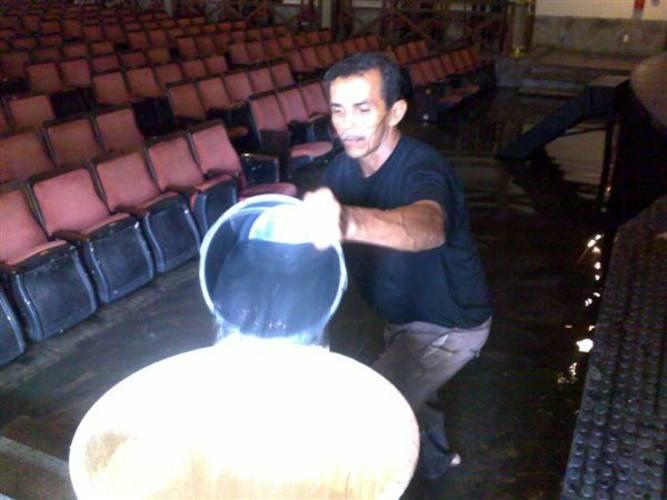 Teatro Alberto Maranhão ficou alagado
