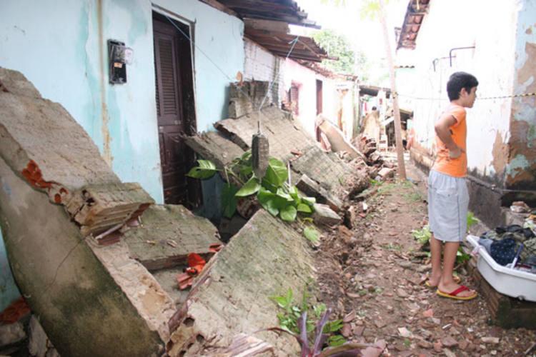 Moradores retiraram pertences das residências