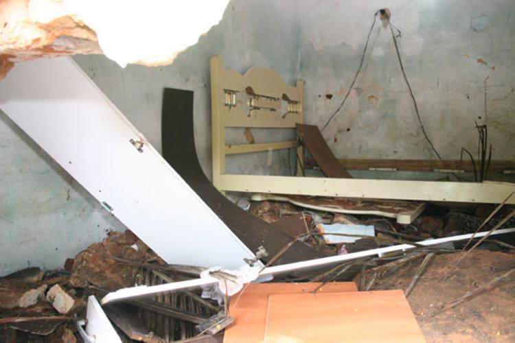 Interior de algumas casas ficaram destruídos