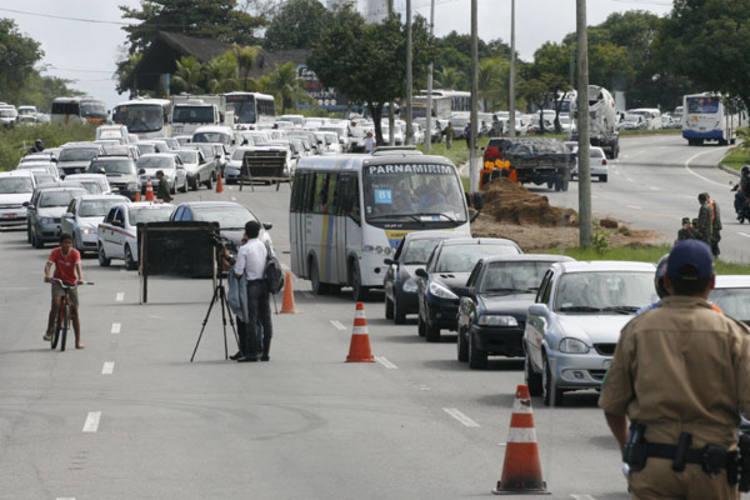 Motoristas precisam de paciência para enfrentar congestionamento no sentido Parnamirim-Natal