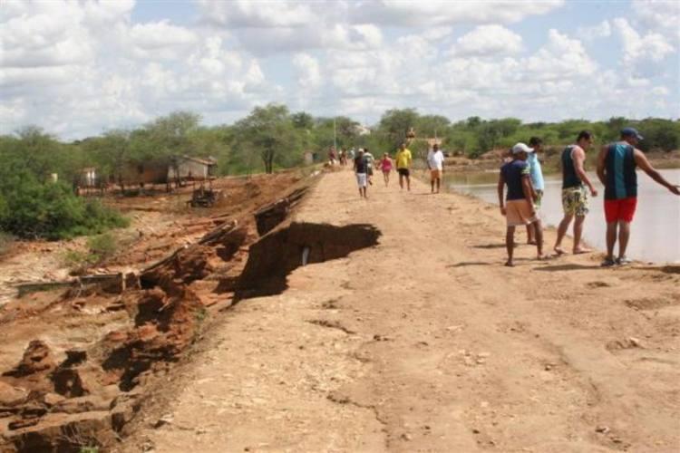 Cratera na parede do açude Guarita assusta autoridades