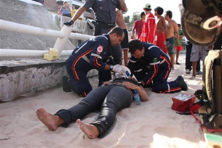 Equipe do Samu compareceu ao local para prestar atendimento aos feridos