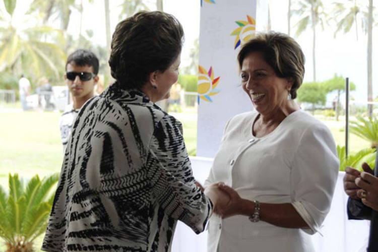 Dilma Rousseff cumprimenta Rosalba Ciarlini ao chegar no resort
