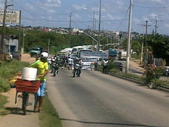 Manifestantes interromperam a via de sentido Zona Norte-Centro da ponte de Igap�