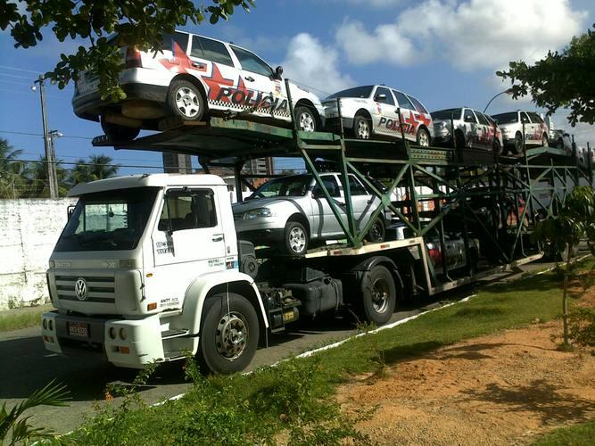 Os carros serão transportados até Recife em um caminhão cegonha