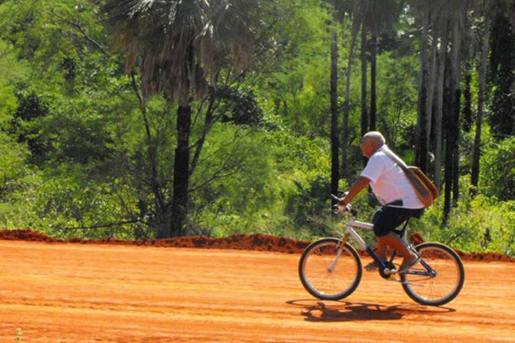 Membro da academia brasileira de Cordel, na cadeira Patativa do Assaré, o poeta popular Antônio Francisco inspirou o premiado documentário O Poeta e a Bicicleta