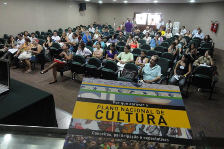 Durante o Fórum, que teve presença da deputada Fátima Bezerra, temas como Plano Nacional de Cultura e mudanças na regional do MinC foram debatidos
