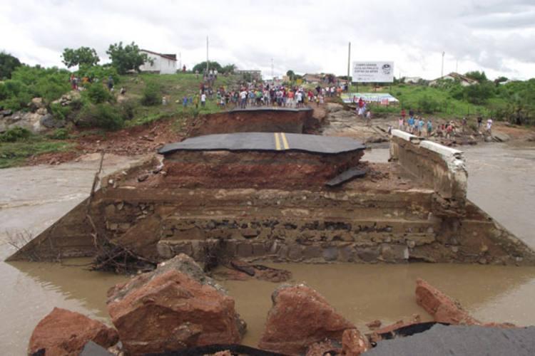 Força da água das chuvas rompeu a BR-110, que liga Mossoró a alguns municípios da região Oeste
