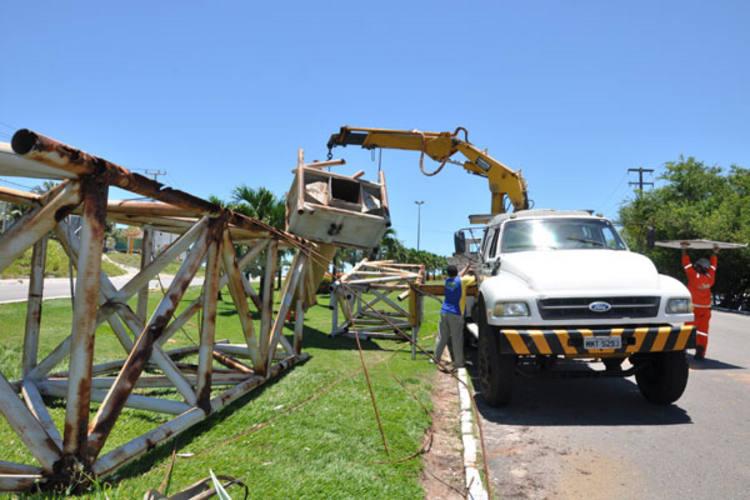 Sem manutenção, estrutura enferrujou e foi retirada completamente na manhã de ontem