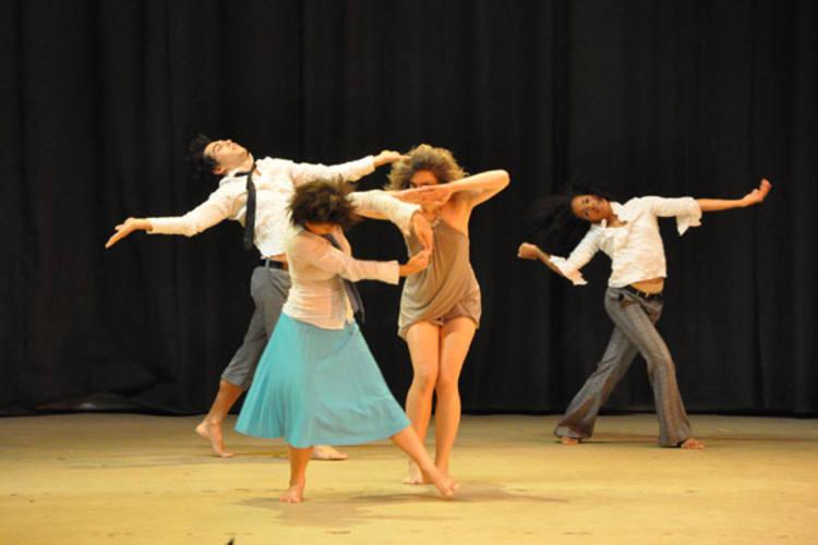 Os bailarinos da EDTAM foram da rapadura ao caviar. Depois de passar o chapéu para arrecadar fundos para viagem a Berlim, grupo foi um dos escolhidos a participar da noite de gala do Festival Internacional de Dança Tanzolymp