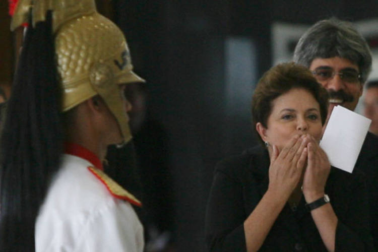 Dilma Rousseff escolhe instalações da Força Área Brasileira para descansar no Carnaval