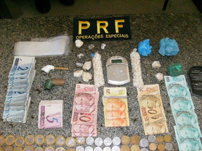 A polícia encontrou mais de 200 pedras de crack na residência