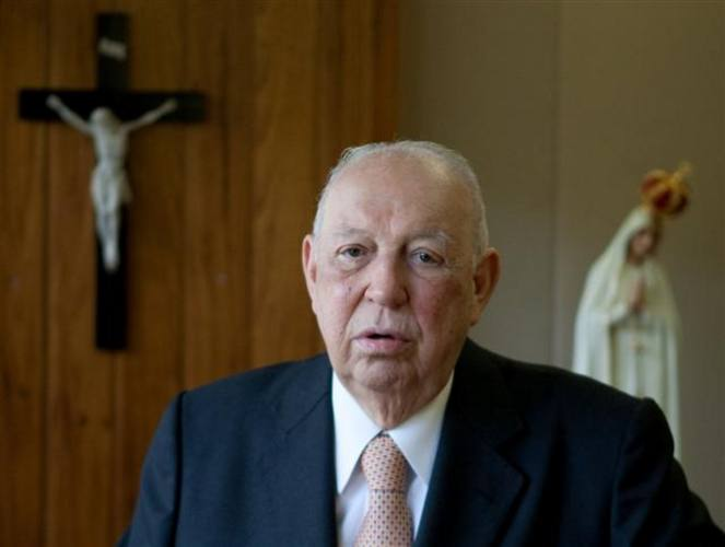 O ex-vice-presidente da República, José Alencar, foi internado no início da tarde de ontem (28)