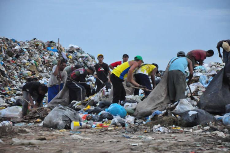 Cidade Nova acumula metade do lixo recolhido em Natal, por falta de pagamento da prefeitura ao aterro de Ceará-Mirim