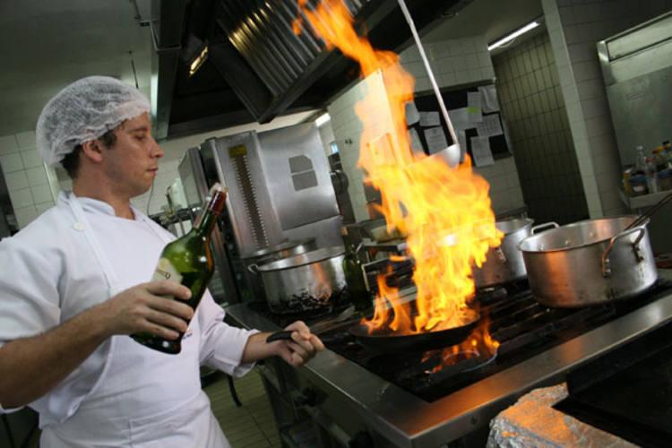 Quem quer investir na gastronomia como hobby tem à disposição cursos e oficinas