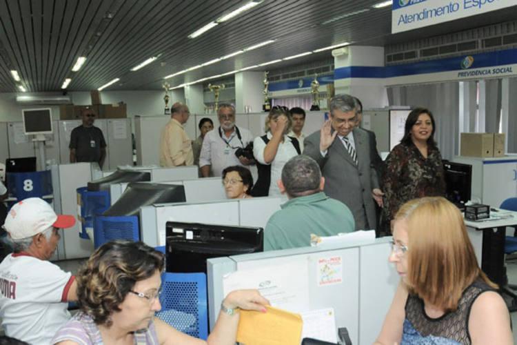 Ministro Garibaldi Alves Filho visita sede da gerência-executiva do INSS em Natal