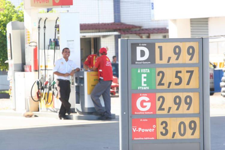 O preço da gasolina comum chega a R$ 2,99, em pelo menos 29 postos. O da aditivada já supera R$ 3