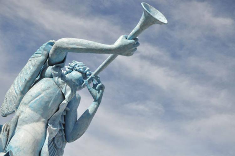 Escultura de 12 metros de altura e 28 toneladas, instalada na Hermes da Fonseca, deve ser levada para a praia de Caraúbas, litoral norte do RN