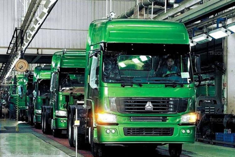 O modelo Howo 380 6x2 tem cabine avançada, motor de 380 cv, peso bruto de 60.000 kg e capacidade de carga de 22.635 kg na 5ª- roda