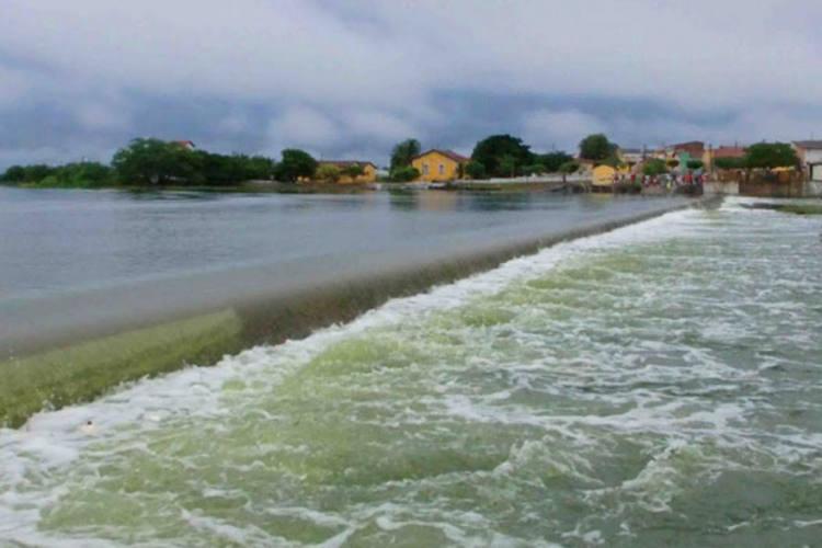 Sangria de açudes como Cruzeta e continuidade das chuvas, especialmente durante as madrugadas, fazem Emparn alertar prefeitos e Defesa Civil quanto à possibilidade de enchentes na região Seridó