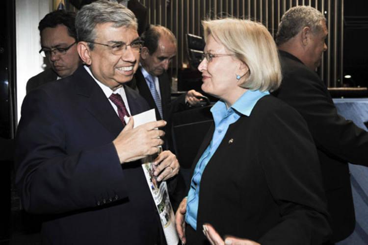 Garibaldi com a senadora Ana Amélia: aplausos no plenário e reunião com aposentados e pensionistas