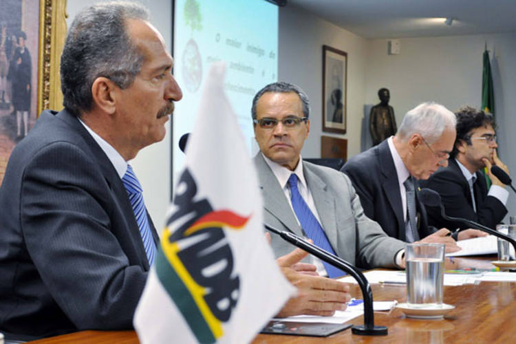 Henrique Alves participa de debate sobre o relatório do novo código, que será votado na Câmara