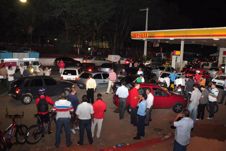 O Posto Shell, vizinho ao Midway Mall, foi o alvo escolhido pela segunda vez,  no período de um mês