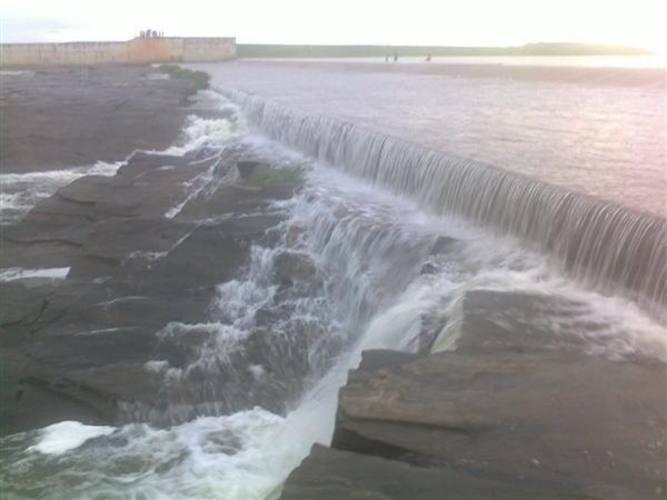 Por enquanto, o nível de água ainda não provocou prejuízos à população, mas é possível que o aumento do nível do rio Piranhas inunde algumas residências da região da Várzea do Vale do Assu