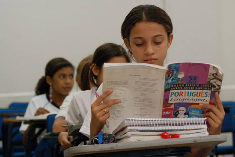 Estudantes terão em sala de aula livros didáticos selecionados pelos seus professores