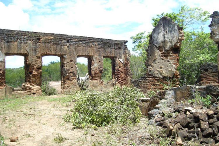 Ruínas do casarão e antigo empório nos Guarapes, em Macaíba, estão sendo estudados para restauro e podem se transformar em futuro centro cultural