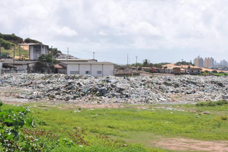 Lixo continua acumulado na Estação de Transbordo de Cidade Nova - que voltou a ser um lixão. Urbana diz que limpeza demora mais 45 dias