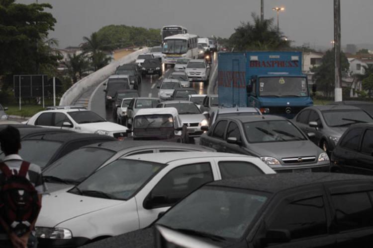 Engarrafamentos estão por toda Natal. Aumento da frota de veículos, transporte público ineficiente e falta de obras são as principais causas