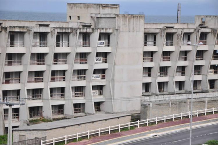 Orçado em R$100 milhões, o projeto previa a construção de 426 apartamentos.  O plano foi, porém, interrompido por embates judiciais