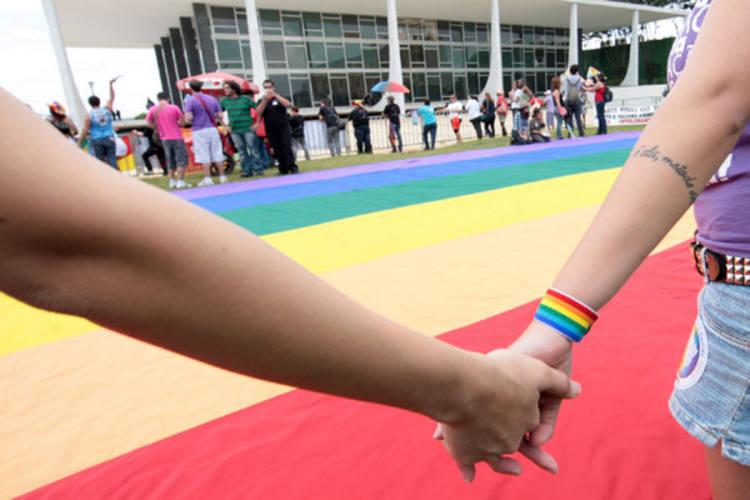 Associação Brasileira de Lésbicas, Gays, Bissexuais, Travestis e Transexuais promoveu ato em agradecimento à decisão do STF
